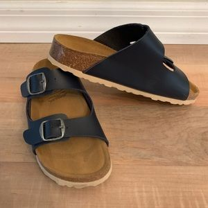 Kids sandals. Size 34 or 3 in US.
